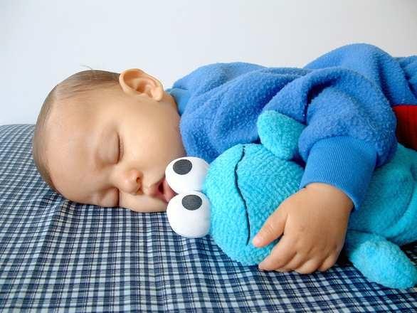 3岁小孩睡觉出汗多是什么原因3岁宝宝睡觉出汗对身体的影响