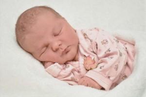 两个月宝宝老是吧唧嘴是怎么回事两个月宝宝的护理要点有哪些