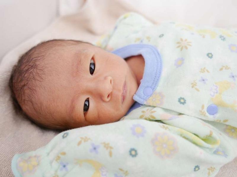 刚出生的宝宝拉稀便正常吗如何判断新生儿大便异常情况